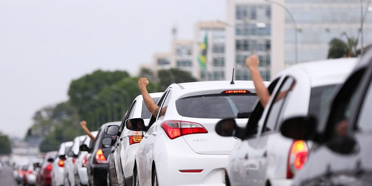 """Artigo: """"Paralisação de motorista de Uber é greve ou locaute?"""""""