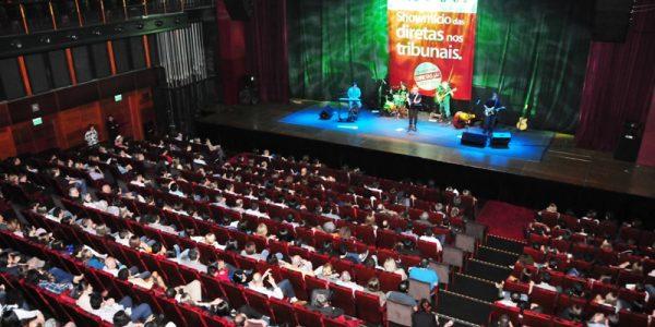 Noite de sucesso: teatro lotado no Showmício das Diretas Já