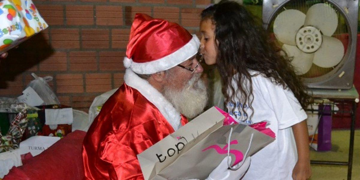 Sucesso total na entrega dos presentes do Papai Noel da AMATRA