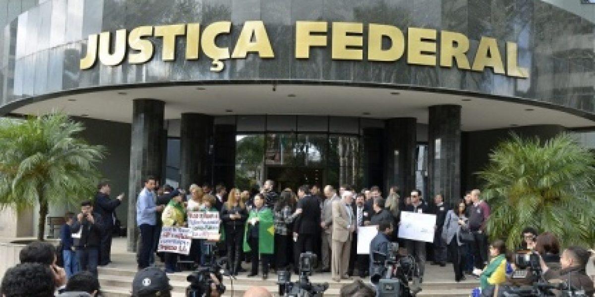 Magistrados fazem manifestação contra projeto que pune abuso de autoridade