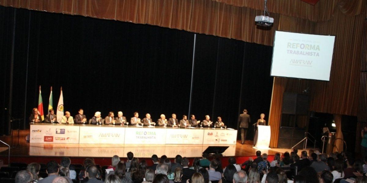 Reforma trabalhista: encontro da AMATRA IV iniciou com presença expressiva de público