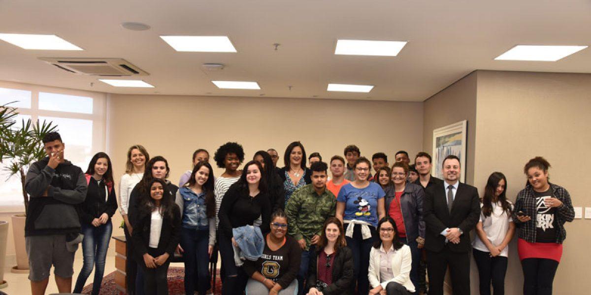 Conhecimento sobre a Justiça do Trabalho: TJC leva alunos para visitação ao Fórum e à sede do TRT